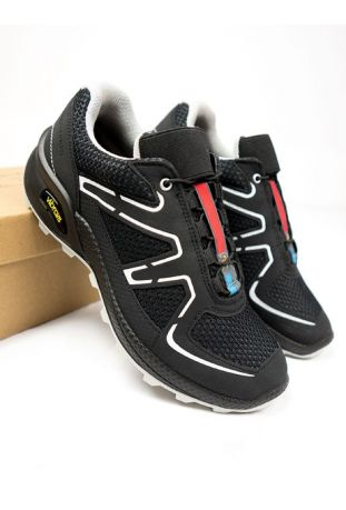 MEN'S OAKES CROSS RUNNING TRAINER